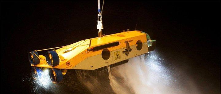 Подводный робот с кабелем