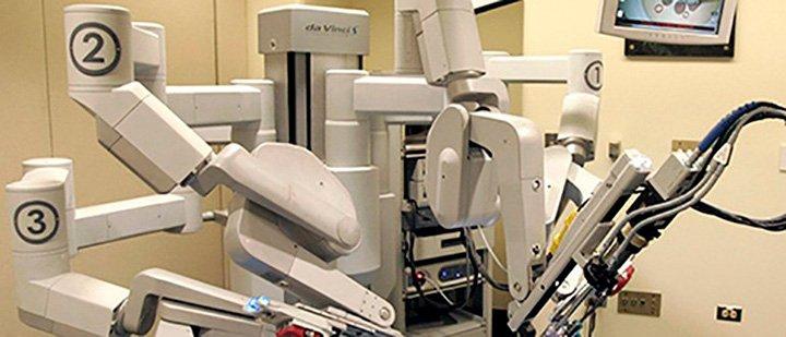 Робот хирург да Винчи