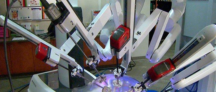 Стойка пациента робот хирург да Винчи