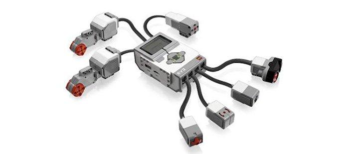 Блок EV3 с сенсорами и сервомоторами